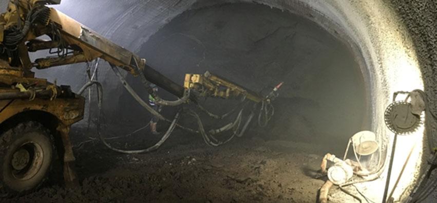 Hormigón proyectado túnel mina Súria Galería de conexión de la mina de Suria. Galeria de connexió de la mina de Súria. Connection gallery at Suria mine.